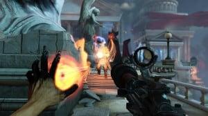 Vue en première personne où notre protagoniste manipule un pouvoir de sa main gauche, et utilise un fisil mitrailleur de sa main droite, contre un ennemi lourdement équipé.
