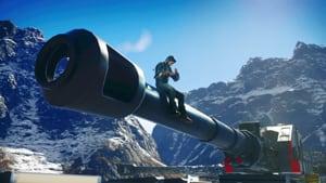 Rico est assis sur un énorme canon.