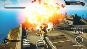 Un hélicoptère vient de faire exploser de grosses réserves d'essence ennemies