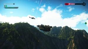 Rico vole en wingsuit, un hélicoptère ennemi est en arrière plan.