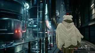Yuffie traverse un couloir très industriel et métallique. L'interface du mode photo est visible.