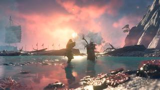 Jin se tient dans un petit bassin devant la mer, face à un ennemi, avec les vagues s'écrasant sur les rochers en fond. Tous deux ont leur arme levée, prêt à attaquer. Le soleil est couchant et colore la scène d'or et de rose.