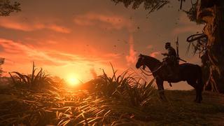 Jin est sur son cheval, regardant vers l'horizon où le soleil doré se couche. Les brins d'herbes reflètent cette lumière