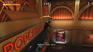 Tony Hawk effectue un grind 5-0 sur un rail en hauteur qui fait le tour d'une entrée d'un cinéma avec un style Art Déco