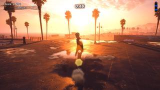 Tony Hawk est sur le toit plat d'un petit bâtiment où le soleil couchant rayonne entre les palmiers de la place en arrière-plan. Il est sur une flaque d'eau où son reflet est visible.